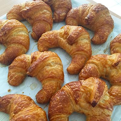 Croissants de boulangerie École l'Aura