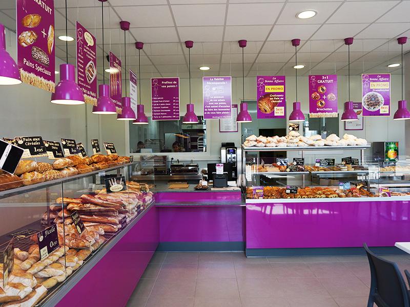 Découvrez les services de L'Aura, une boulangerie-école qui forme aux métiers de la boulangerie/ pâtisserie/vente et qui prend en charge votre recrutement.